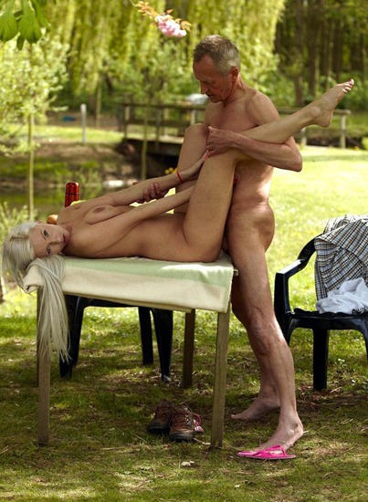 blonde-bombshell-takes-a-nice-pussy-hammering